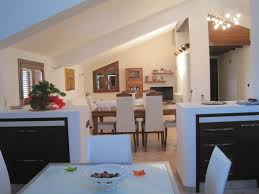 Soluzioni uniche e personalizzate per dividere una cucina dal ...