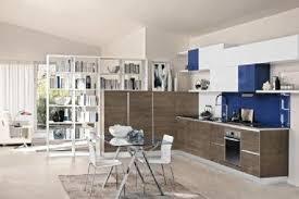 Soluzioni uniche e personalizzate per dividere una cucina dal soggiorno